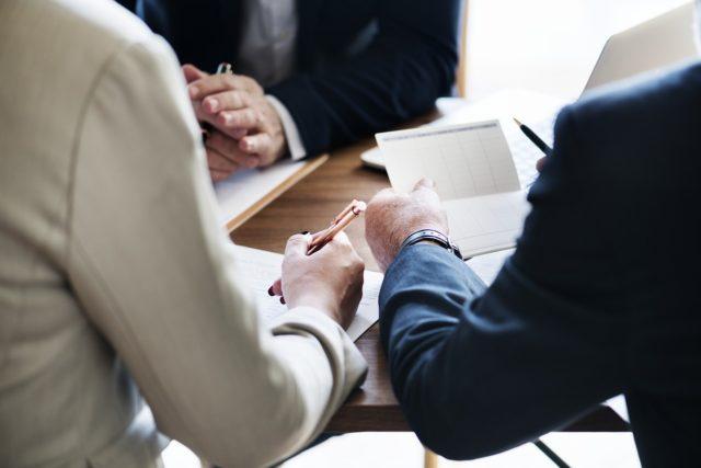 不動産の売買を誘うために飛び交うさまざまな情報